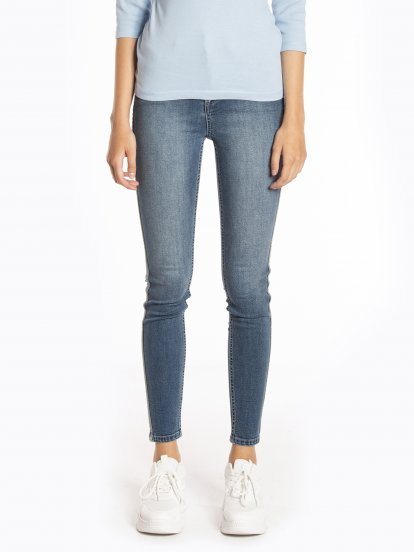 Skinny jeans with side stripe