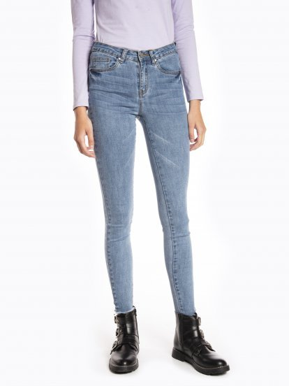 Raw edges skinny jeans