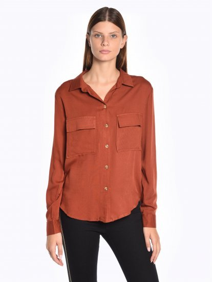 Loose fit viscose shirt with chest pockets