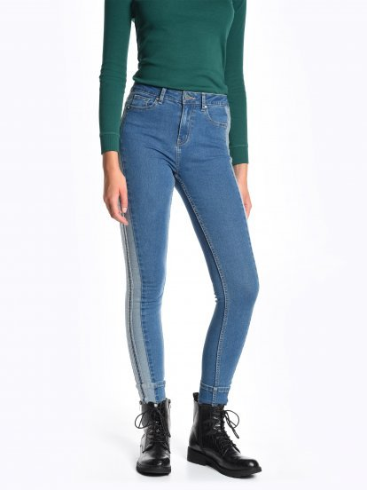 Skinny jeans with side pannel