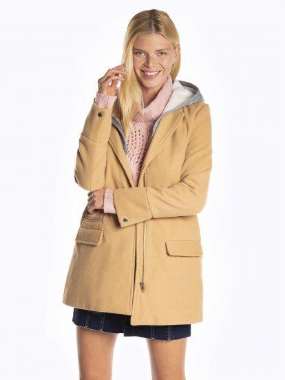 Kabát s odepínatelnou kapucí