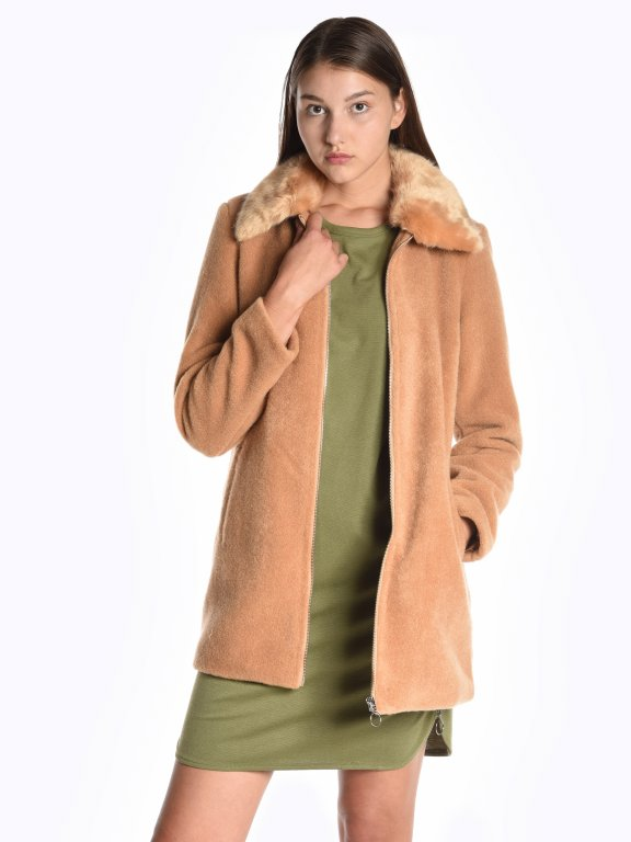 Zip-up coat with removable faux fur collar