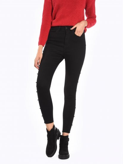 Slim jeans with black pearls