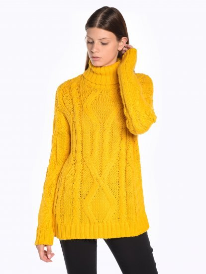 Cable-knit roll neck jumper