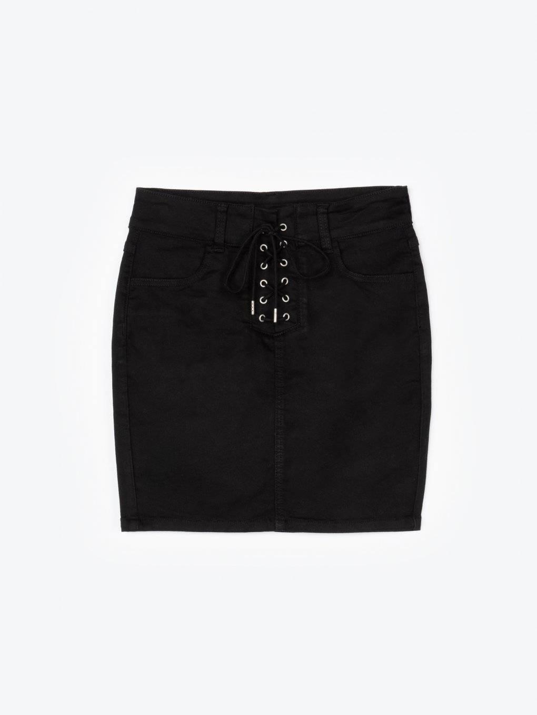 Obtiahnutá mini sukňa so šnurovaním