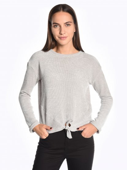 Jumper with knot
