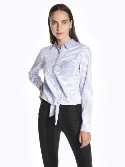 Voľná prúžkovaná košeľa s uzlom