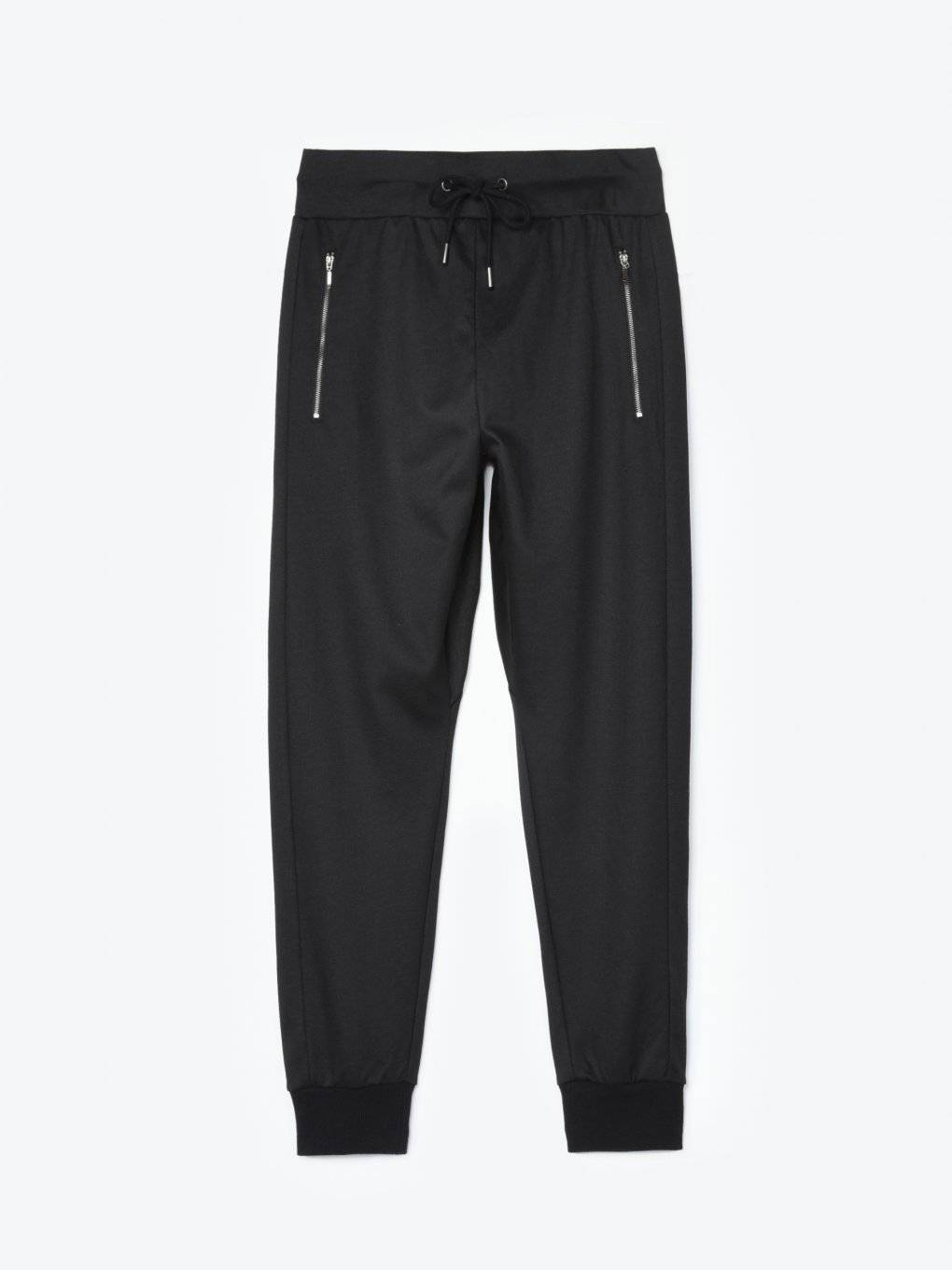 Basic joggers with zipper pockets