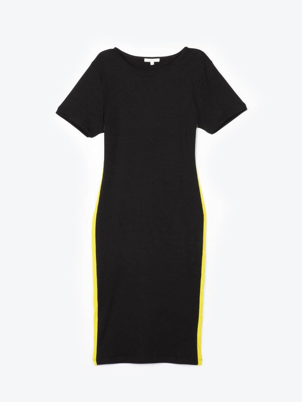 Ołówkowa sukienka z kontrastowym prążkiem po bokach