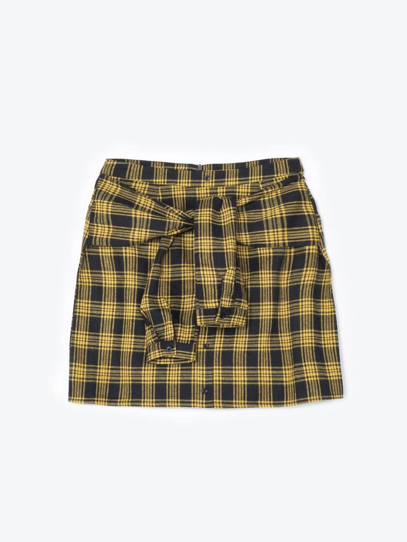 Károvaná sukňa s gombíkmi a uzlom z falošných rukávov