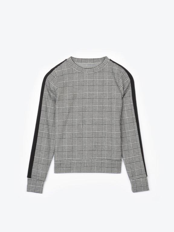 Plaid sweatshirt with sleeve tape