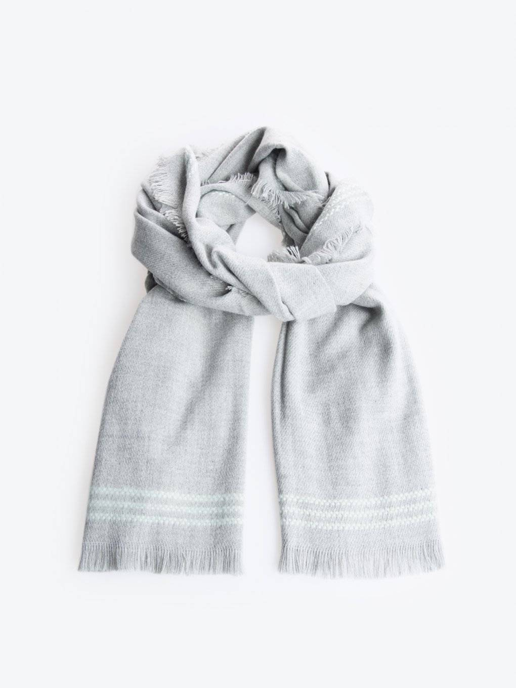 Scarf with stripes and tassels