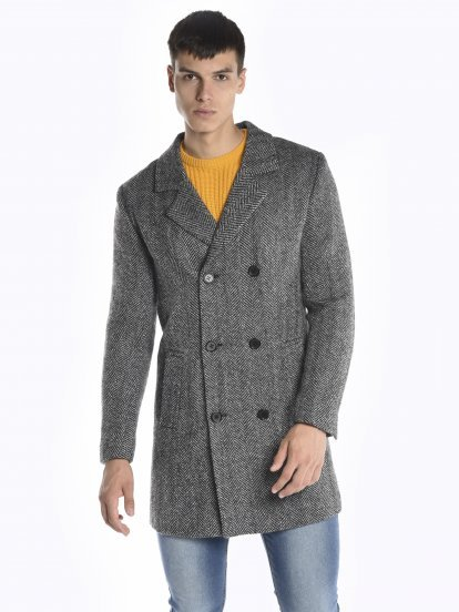 Double breasted coat in wool blend