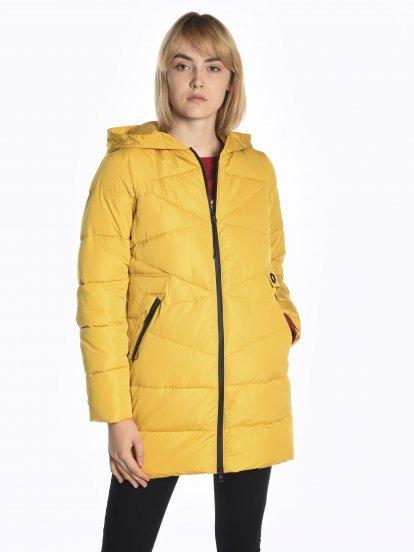 Dlouhá prošívaná vatovaná bunda s kontrastními zipy