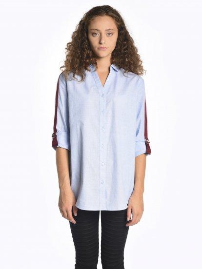 Široká košeľa s kontrastnými páskami