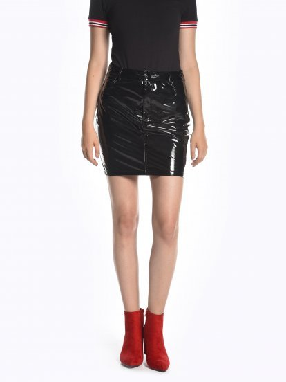 Shiny faux leather mini skirt