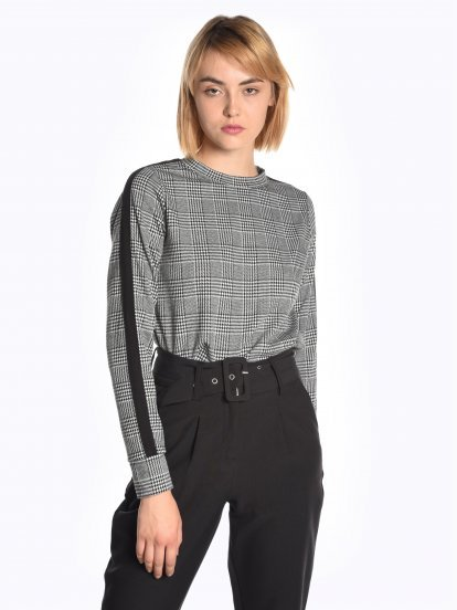 Plaid sweatshirt with sleeve tape