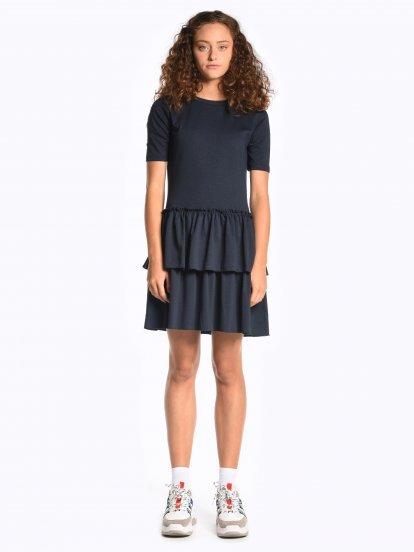 Úpletové šaty s volánovou sukňou