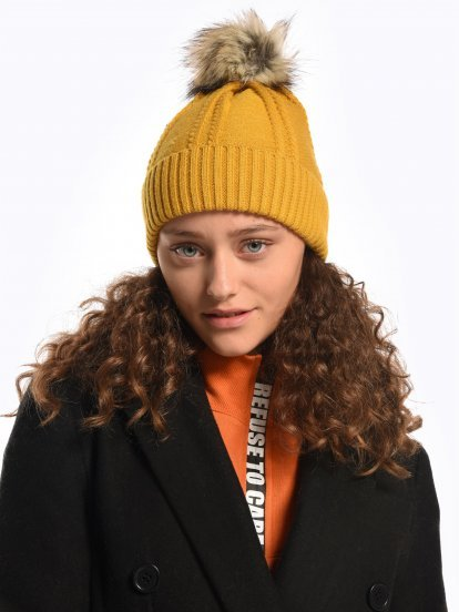 Beanie with fake fur pom