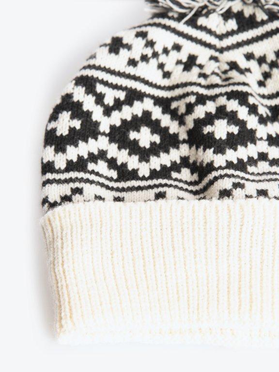 Vzorovaná čiapka s brmbolcom