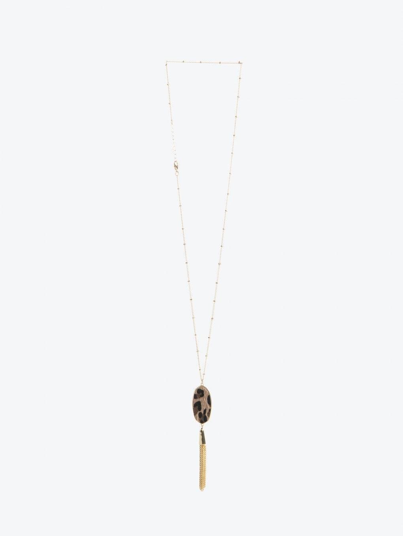 Necklace with leopard design pendant