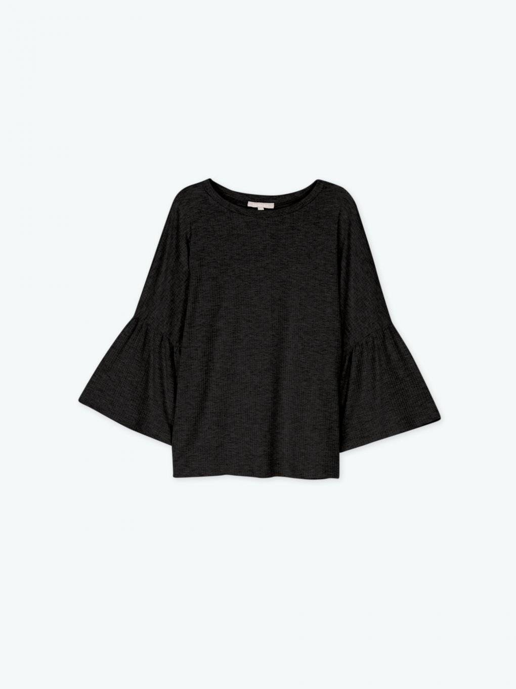 Wide sleeve top