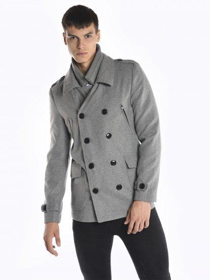 Płaszcz z dwurzędowym zapięciem