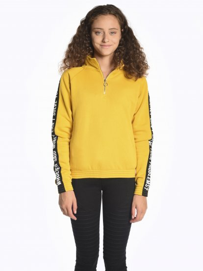 Taped sweatshirt with zipper