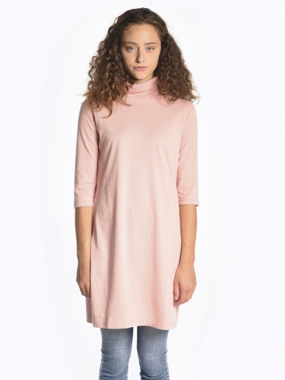 Short sleeve roll neck T-shirt with side slits