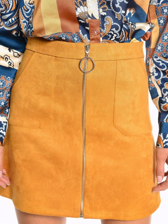 Zip-up skirt with patch pockets