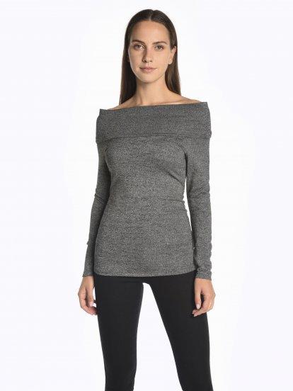 Off-the-shoulder top