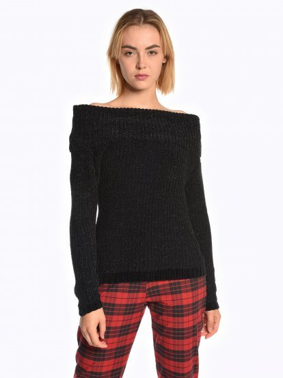 Wide collar pullover