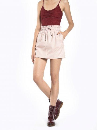 Vrecová mini sukňa z imitácie kože