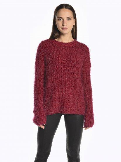 Chlupatý široký svetr