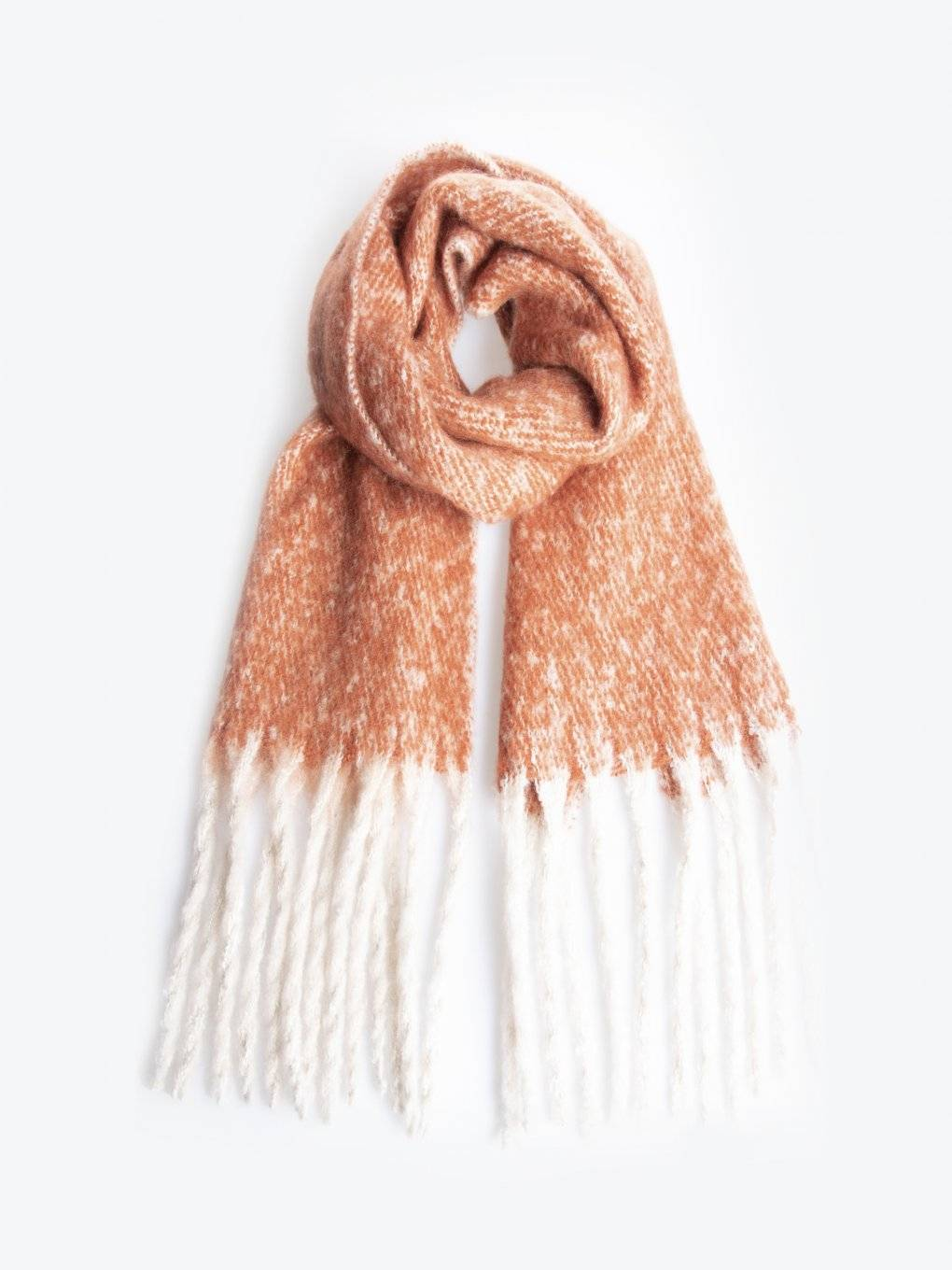 Scarf with tassels