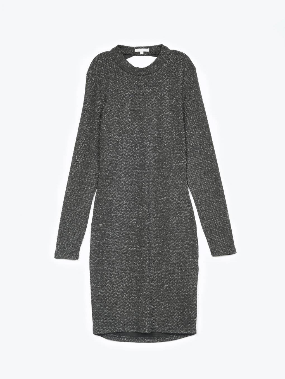 Metaliczna ołówkowa sukienka z odkrytymi plecami