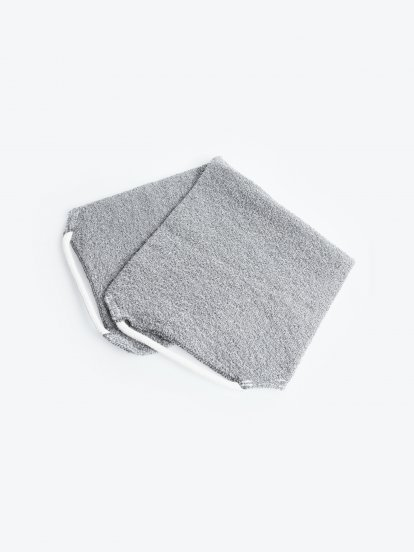Exfoliating bath cloth