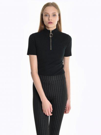 Rebrované tričko so zipsom