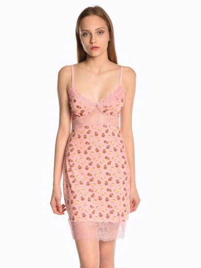 Printed nightwear with lace