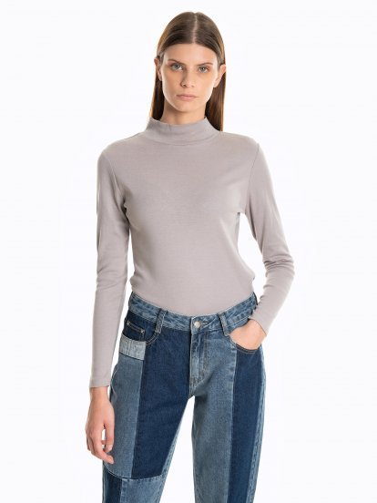 Ribbed top with high neck