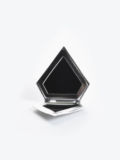 Diamond shape mirror
