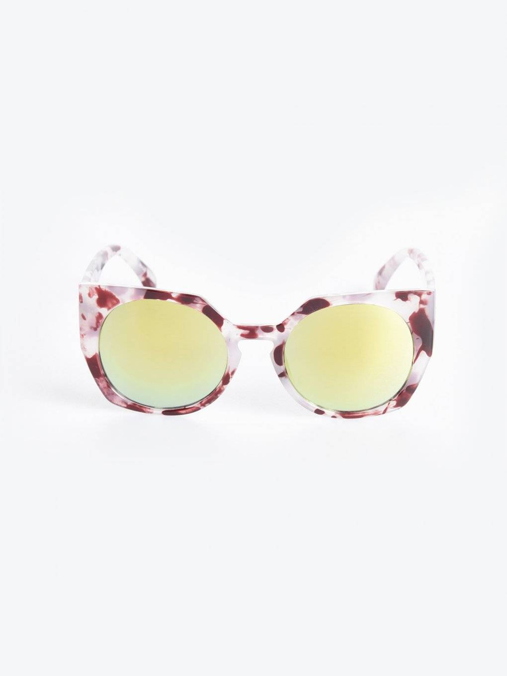 Cat eye sunglasses with mirror lenses