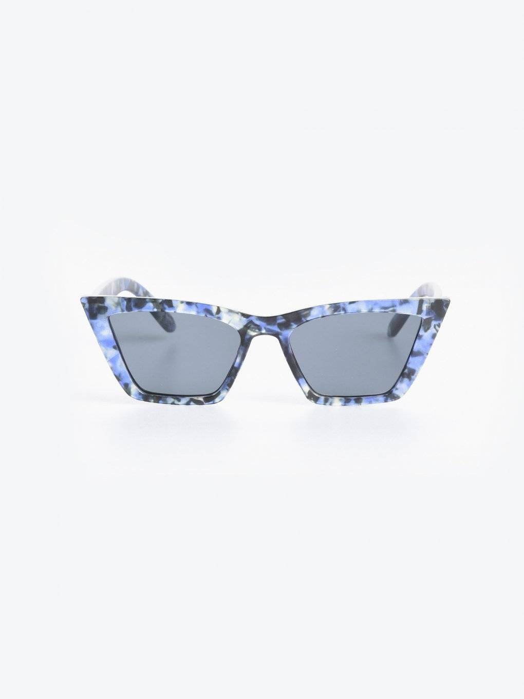 Sunglasses with marble effect