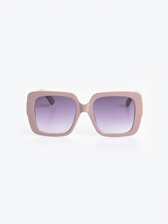 Hranaté sluneční brýle