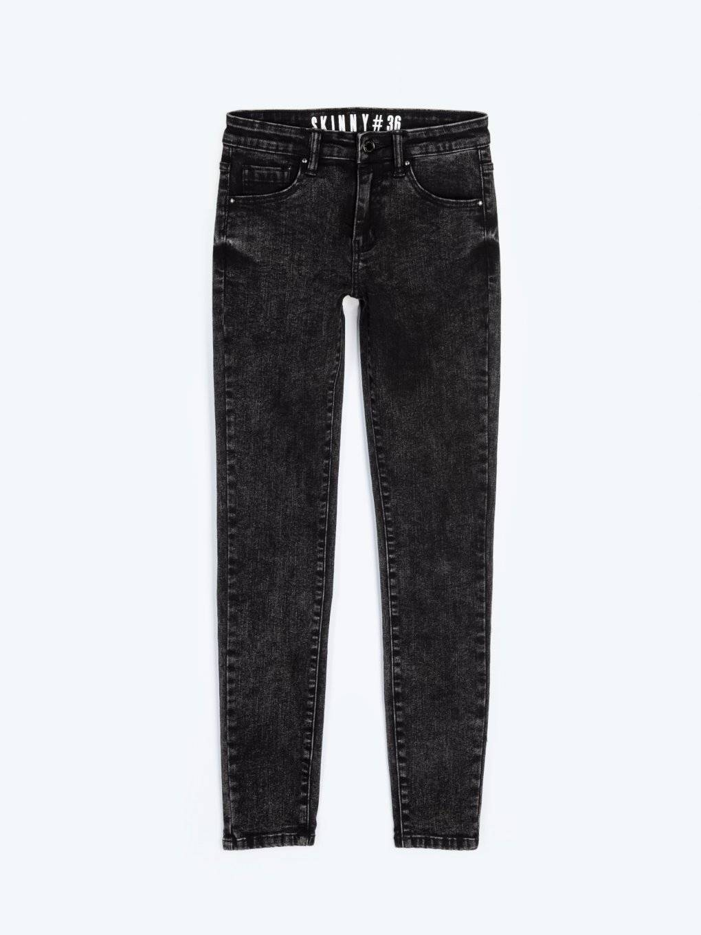 Skinny jeans with acid wash