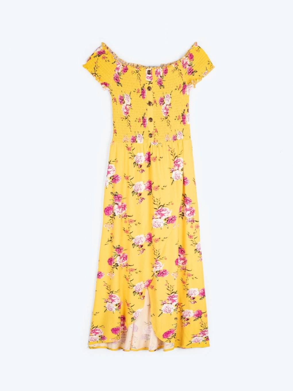Šaty s kvetinovou potlačou a odhalenými ramenami