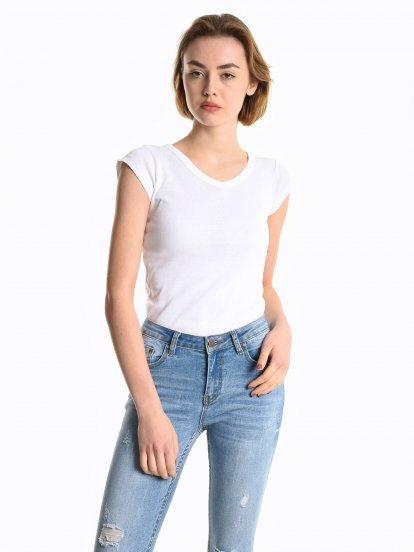 Basic v-neck t-shirt