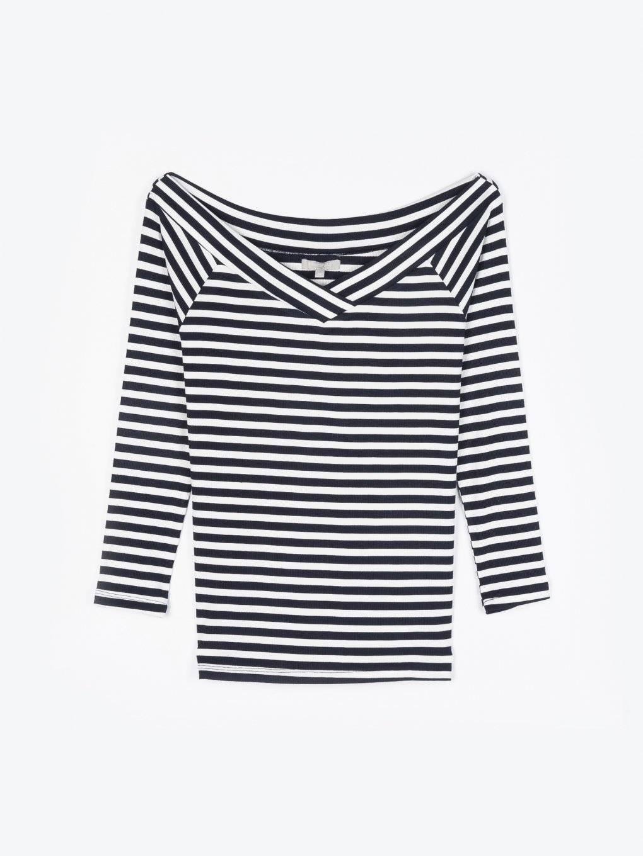 Pruhované tričko s odhalenými ramenami