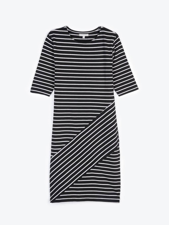 Prúžkované puzdrové šaty