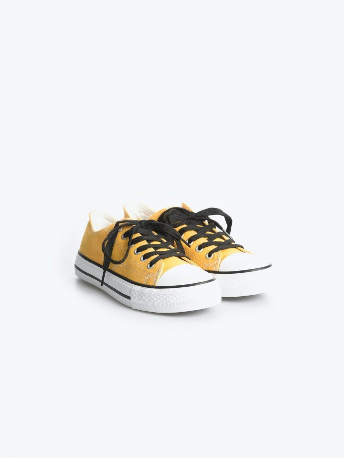 Casual lace-up sneakers with damages
